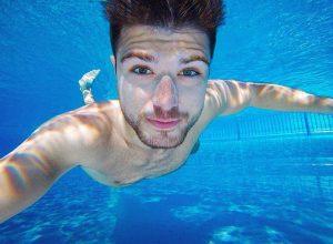 those freckles, always in time for summer ☀️⛱ #underwater #freckles #diving #pool #vienna Schönbrunner Bad