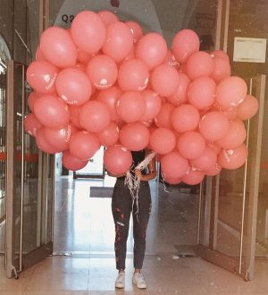 🎈🎈🎈 #balloons #bestdayever #viennadaily #bitesandvibes #foodora #museumsquartier #wien #viennagram #happy #goodvibes MQ – MuseumsQuartier Wien