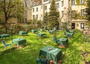 Wart ihr schon mal im Gartencafé von Theresia Fischer und Wolfgang Hancel? Ihre gemütliche #stadtoase mit Wiener...