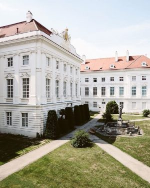 (Advertisement) Do you know this neoclassical building in Vienna? . It's architecture isn't the only thing, that's...