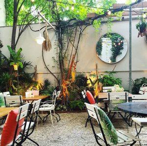 Heutige Dinner-Location: Das Motto im 5. mit einem der süßesten Gastgärten der Stadt 😍🌳 Wart ihr auch...