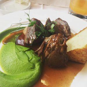 #dinner 😋 #lamm #erbsenpüree #polenta  #girlsevening #hothotcity 😅#foodporn #foodlover #igersvienna #viennaeats #instafood Skopik & Lohn