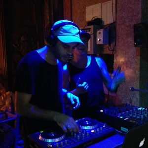 ImPulsTanz in decks maxipanic & Jordan 🇯🇴 @maxi.panic #impulstanz17 #impulstanzsoçial #festivallounge