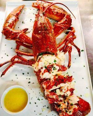 Frischer Hummer beim Umar🦀🌅 #Umarfisch #hummer #red#lobster #summer #fresh #fish #seafood #delicious #foods #umar#fisch #am #photography #healthyfood...