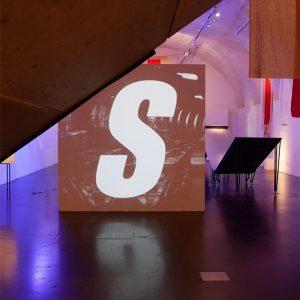 Museumsquatier #museumsquartier #exhibition #ausstellung #art #cross #kunst #kreuz #installation #installationart #modernart #modernekunst #contemporaryart ...