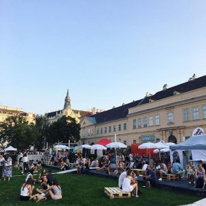 Food Festival ☀️ #nomnom #friyay #weekendmoodon #essenessenessen MQ – MuseumsQuartier Wien