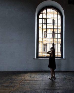 Diese riesigen Fenster befinden sich in der Haupthalle des Semperdepots in Wien. Eine der schönsten Hallen Wiens!...