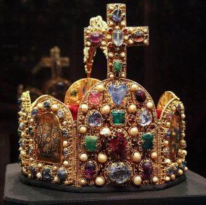 Corona Imperiale - 960/980 #crown #impero #empire #couronne #royalty #igerswien #igersaustria #austria #schatzkammer #kunsthistorischesmuseum #jewelry #gold #masterpiece...