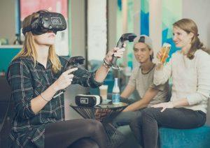 Zocken und Chillen: Das Wiener Virtual-Reality-Café @vrei_ richtet sich mit diversen Technik-Gadgets und kostenlosen Schnuppereinheiten an Gamer...