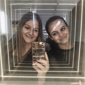M I R R O R #mirror#infinity#museum#illusion#mirrorselfie#selfie#friendshipgoals#igersvienna Museum der Illusionen
