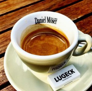 We need coffee, who else? Thx to @viennagourmet for the picture Lugeck Figlmüller Wien