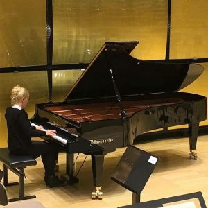 Polish pianist Aleksandra Mikulska warming up before her succseful debut in the #gläsernersaal of @musikverein.wien on a...