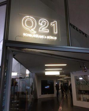 New #Q21vienna #neonsign ⚡️#schauräume #showrooms #büros #offices @subotron @eselat @downtownvienna @saysaysayinc @dieangewandte_alumni @janarnoldgallery @openpublishinglab @riat_at MQ –...