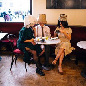 mehr als rien. 🍰💁🏼 Köstliche Mehlspeisen von @voelchen Verzehrt von dem @schmusechor in den wundervollen Outfits von...