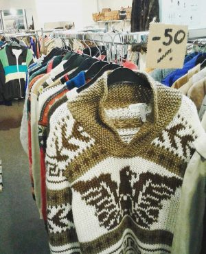 50% OFF knitwear, because we need a lot of space for the arrival of cashmere sweaters next...
