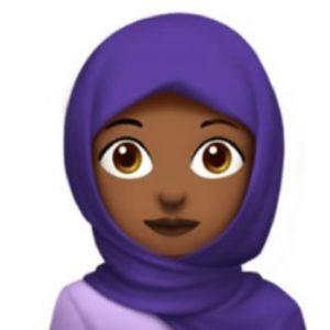 Die 16-Jährige Wiener Schülerin Rayouf Alhumedhi aus Wien überzeugte Apple, ein Kopftuchemoji einzuführen. Nun kürtr sie das...