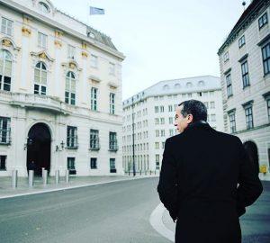 #Bundeskanzler Christian #Kern am Weg ins #Bundeskanzleramt #instapolitics #austria #buildings #cold