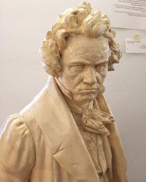 Grumpy Beethoven 😑Das Haus in der Probusgasse 6 ist der Überlieferung nach mit ...