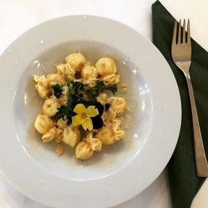 Mahlzeit !! 🍴🍮 Pasta mit Trüffelcreme verkostet und für sehr gut befunden - schmatz 😊#prater #wien #weihnachtsdeko...