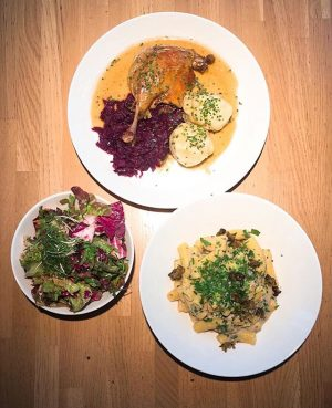 Happy Friday! Business Lunch for today! Confierter Entenhaxn' mit Orangen-Rotkraut und Erdäpfelknödel / oder / Penne Bosco...