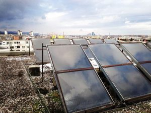 Alternative Energien #solarcell #work #vonobengesehen #awesome #high #roof #roofer #dach #dachdecker #sky #rainyday #clouds #view #regen #aussicht...