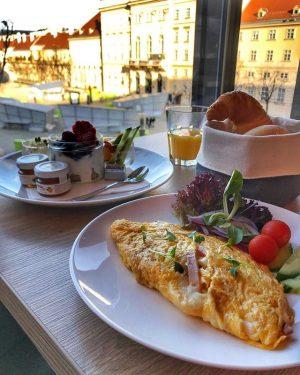 Hello monday 👋 #café #bar #restaurant #eventlocation #museumsquartierwien #art #leopoldmuseumwien #instadaily #instatravel #instafood #picoftheday #instalike #instagood #vienna...