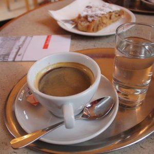 • Memories of a coffee and an apple strudel at @belvederemuseum • . . . #vienna #igersvienna...