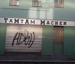 ..📣🙆📣.... #streetart #streetphotography #urbanromantix #wienistschön #vienna #beautiful #igersvienna #igersaustria #lost #urbanexplore #art. ...