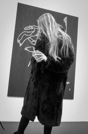 Auseinandersetzung mit biologischer Weiblichkeit, gleichgeschlechtlicher Liebe, Femininität, Androgynotät, Identität #anouklammanouk #galeriesteinek Galerie Steinek