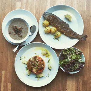 Business Lunch for today! Forelle Müllerin mit Petersilerdäpfel und Zitrus / oder / Karden-Süßkartoffel-Gratin mit Grana und...