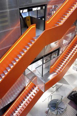 🧡#orange #stairs #stairs #architecture #architecturephotography #architektur #architecturelover #interior #interiordesign #museum #design #tech #perspective #vienna #wien TMW -...