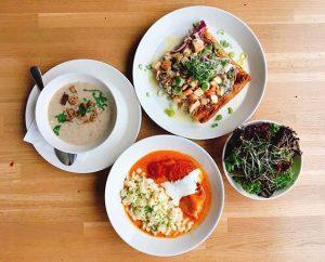 New week - new Business Lunch! Happy Monday! Paprika-Henderl mit Nockerln und Sauerrahm / oder / Flammkuchen...
