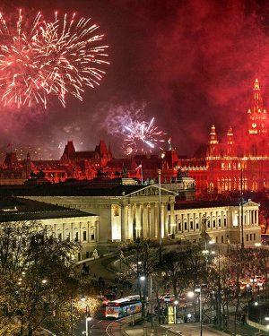 HAPPY NEW YEAR ✨✨✨ © www.foto-julius.at #viennanow Österreichisches Parlament