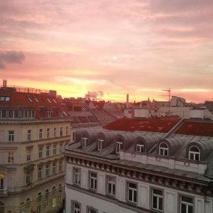 Good morning Vienna! #gutenmorgen #vienna #viennablogger #wien #wiener #morgen #alba #sunrise #dämmerung #morgendämmerung Vienna, Austria