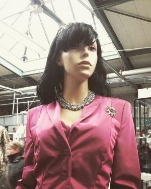 #Ballmode und Faschingszeug gibts jetzt bei Carla! 🤩#fashion #fasching Carla mittersteig