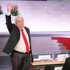 Bürgermeister Michael Häupl hielt gerade seine letzte Rede als Vorsitzender der SPÖ Wien. Es war uns ein...