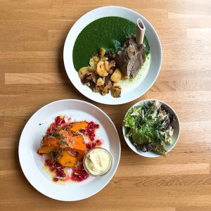Cooking with love provides food for the soul! Business Lunch for today! Gekochtes Beinfleisch mit Spinat und...