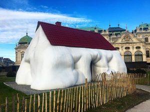 Fat house 🏡 #fathouse #obesehouse #erwinwurm #wurm #belvedere #belvederecastle #belvederevienna #wien #wienarchitecture #belvederewien #vienna #vienna_online #viennalife #viennagram...