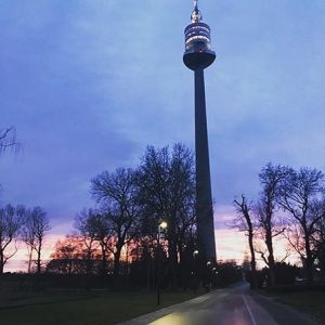 #sonnenuntergang beim Donauturm Danke @vienna_lucy für dein Bild! #sunset #wienbeinacht #wienliebe #vienna #wienstagram #igersvienna #vienna_city #wieneralltag #donauturm...