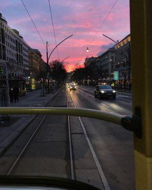 So schön ist der Morgen in Wien 💕 #wienliebe #wieneralltag #sonnenaufgang #vienna #wienstagram #wien #karlsplatz #ring #bim...