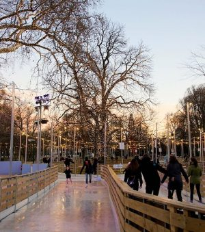 Magic places✨ . . #icerink #iceskating #eislaufen #rathausplatzwien #sundowninginwinter #winterinvienna #rathausparkwien #romanticplaces #viennanow #wienliebe #viennatouristboard #viennagoforit #wonderful_places...