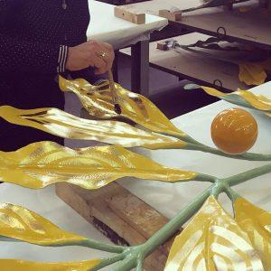 Hier werden die Blätter der #secession wieder vergoldet :-) #vienna #secession #kuppel #sanierung #werkstatt #wien #art #kunst...