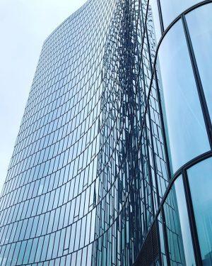 #architecture #igersaustria #blicknachoben #urbanexploring OMV