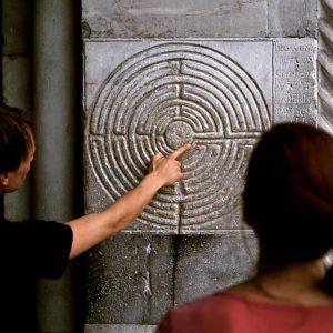 🌲🌳🌲Die Outdoor-Ausstellung Sharing Heritage: Labyrinths in Europe bringt das größte temporäre Pflanzenlabyrinth Europas nach Wien – direkt...