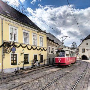 Nußdorf. #oldviennesetram #straßenbahn #wien #nußdorf #tram #teampixel #vienna #austria #heuriger #village #lightrail #publictransport #dwagen #bim #wienerlinien #wienliebe...