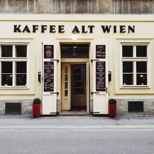 sonntagspaziergang. #wien #vienna #igersvienna #igersaustria #viennanow #visitaustria #1000thingsinvienna #wonderlustvienna #facadelovers #typography #diewocheaufinstagram #theweekoninstagram #galaxys9plus #bestoftheday Vienna, Austria