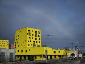 cheese house . . . . . . #traveling #mycity #vienna #igersvienna #wienstagram #architecture #archilovers #yellow #house...