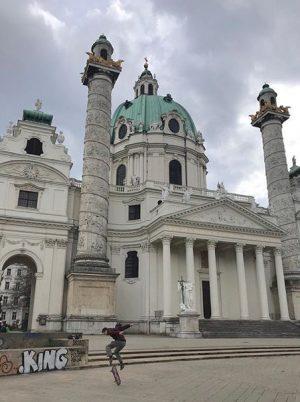 My king is ruling _____________________ #skateboardinglife #skateboarder #skateboardingisfun #skateboardphotography #igvienna #igersvienna #wienna #wien🇦🇹 #cityscape #architecturephotography #kingsman Vienna,...