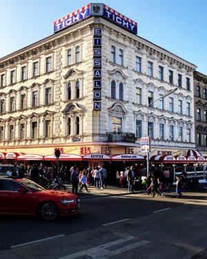 Stabilster Bezirk Wiens. . . . . #FahrenAudi #Wien10 #Reumannplatz #Tichy #Stabil #AndereLiga Tichy Eis