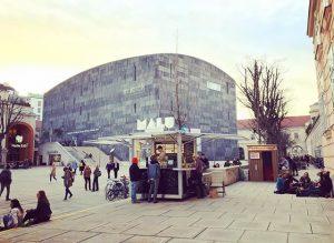 Guess who's back? MALU 🍦#frozenyogurt #iceicebaby #MQlovesYOU #visitMQ #placetobe MQ – MuseumsQuartier Wien